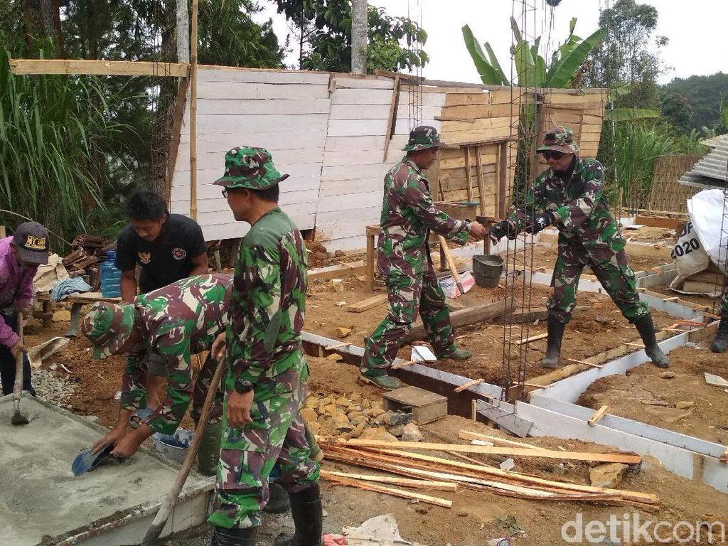 TNI Bangun 1,6 Km Jalan dan Bedah 8 Rumah di Trenggalek