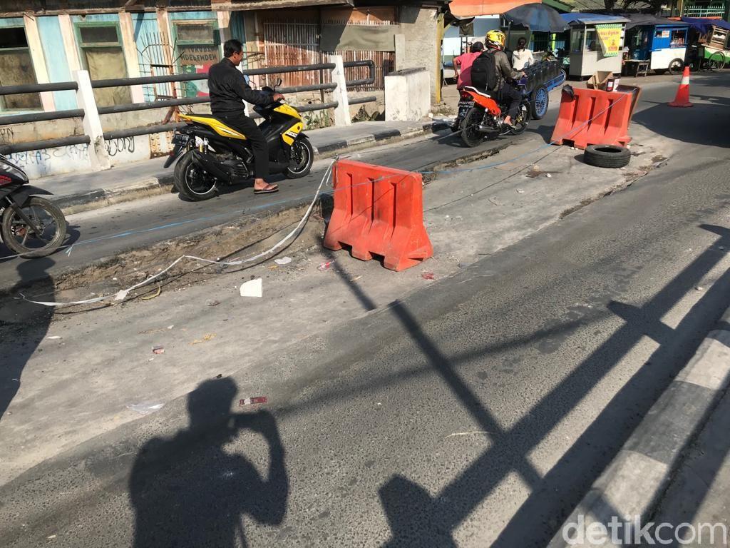 Potret Jembatan di Tegal Alur Jakbar yang Amblas Berminggu-minggu