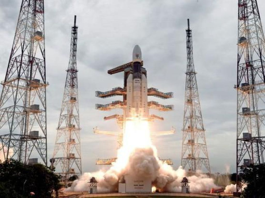 Pesawat Antariksa India Sukses Mengorbit Bulan