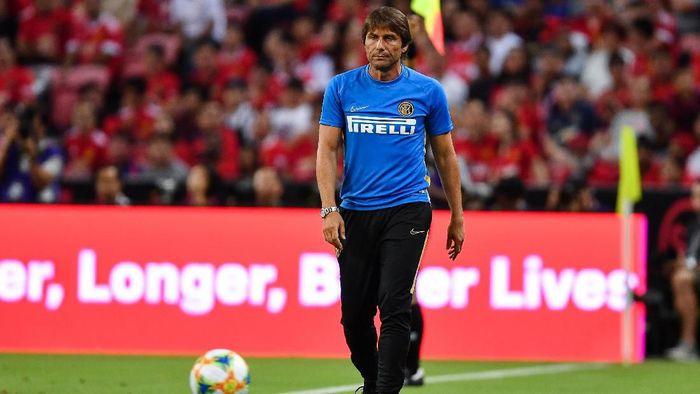 Antonio Conte diminta bersabar karena Inter Milan belum dapat striker yang diincar (Foto: Thananuwat Srirasant/Getty Images)