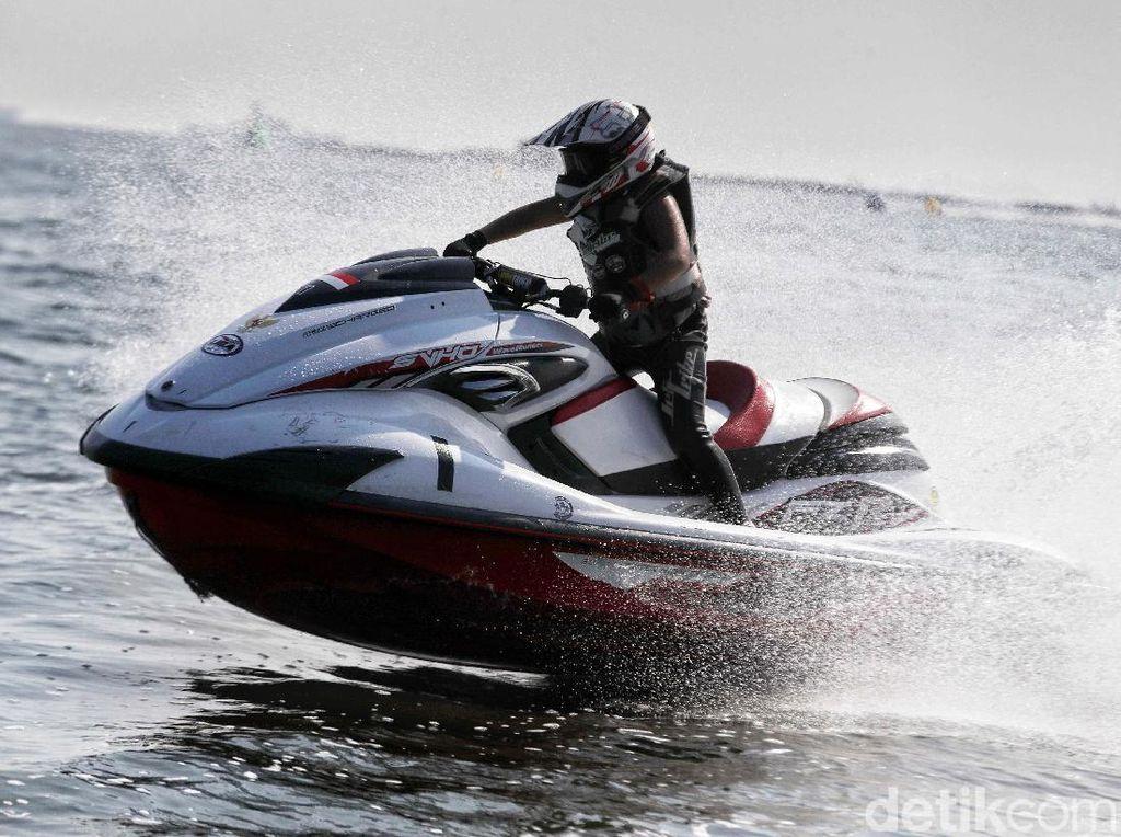 Melihat Serunya Turnamen Jet Ski di Utara Jakarta