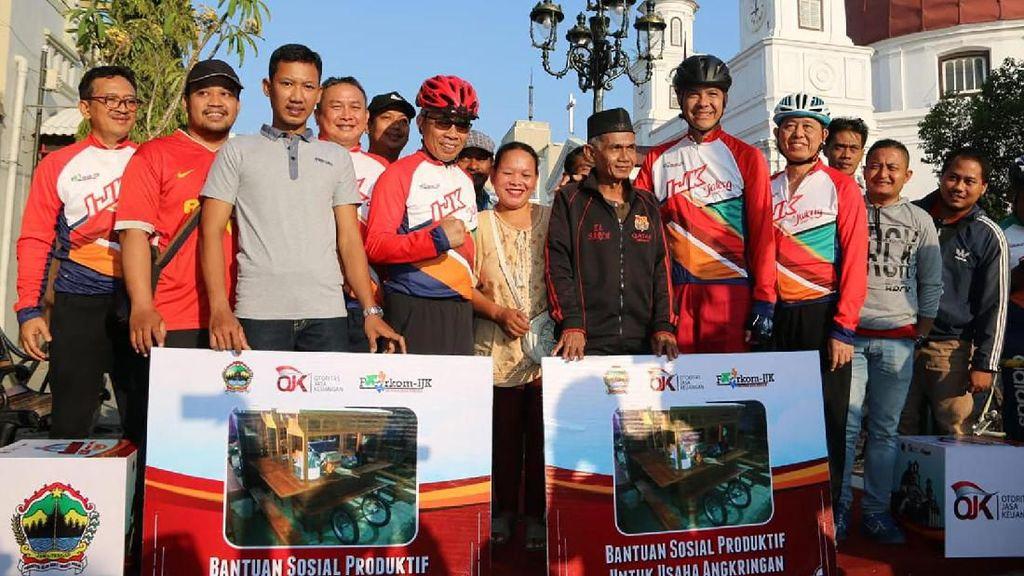OJK Beri Bantuan untuk Usaha Angkringan di Semarang