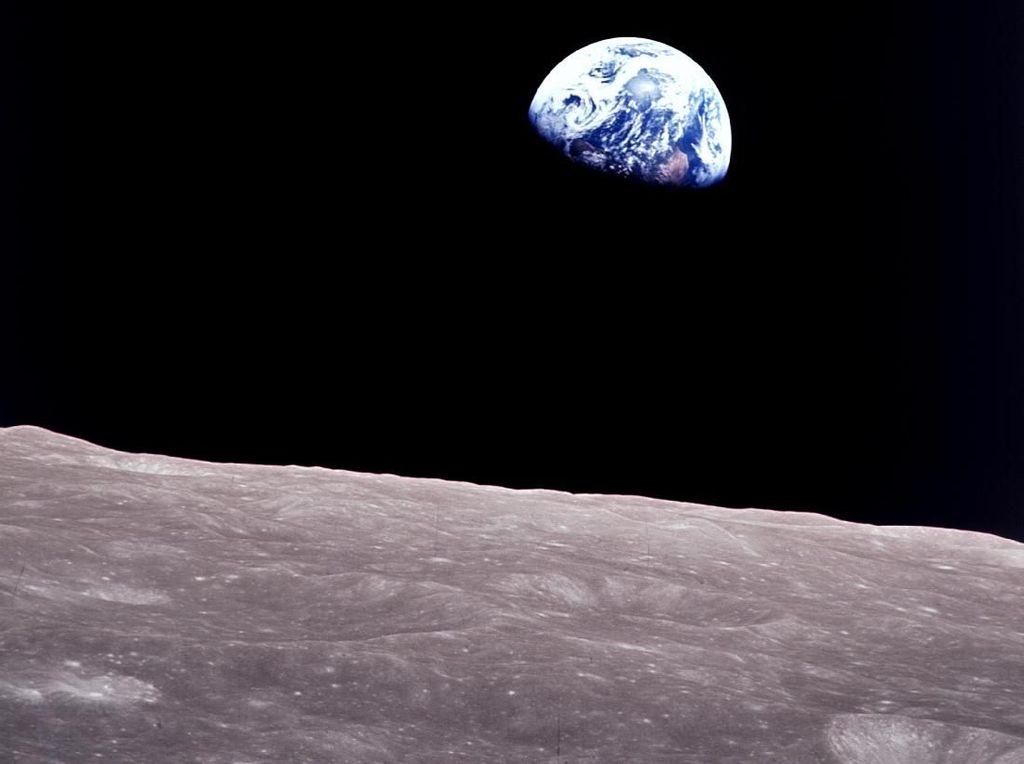 Kisah Astronot Jepret Foto Ikonik Bumi Terbit di Bulan