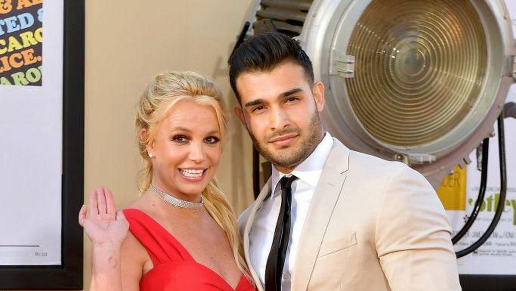 Potret Pacar Brondong Britney Spears yang Datang dari Keluarga Muslim