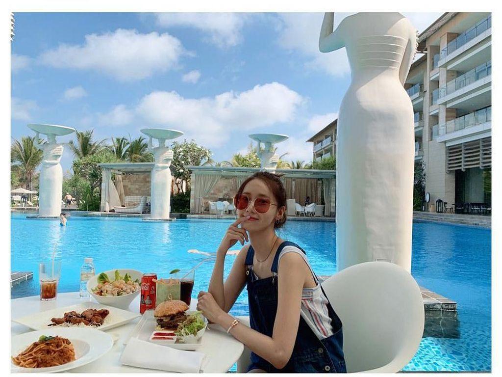 10 Momen Kulineran Si Cantik Yoona Saat Liburan di Bali