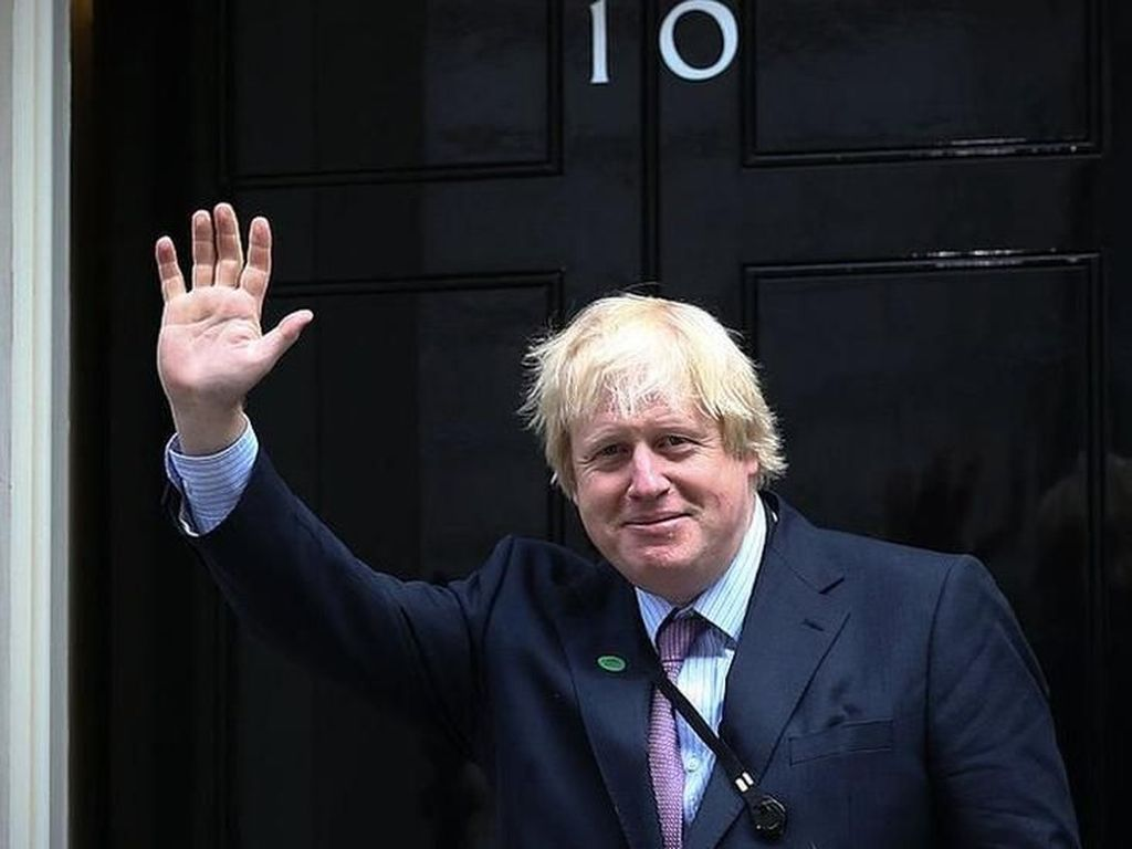 Saat Taruna Polwan Roboh di Pidato PM Inggris Boris Johnson