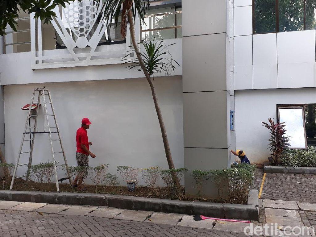 Tulisan Seronok Aksi Vandalisme di Tembok Pemkab Bojonegoro Dihapus