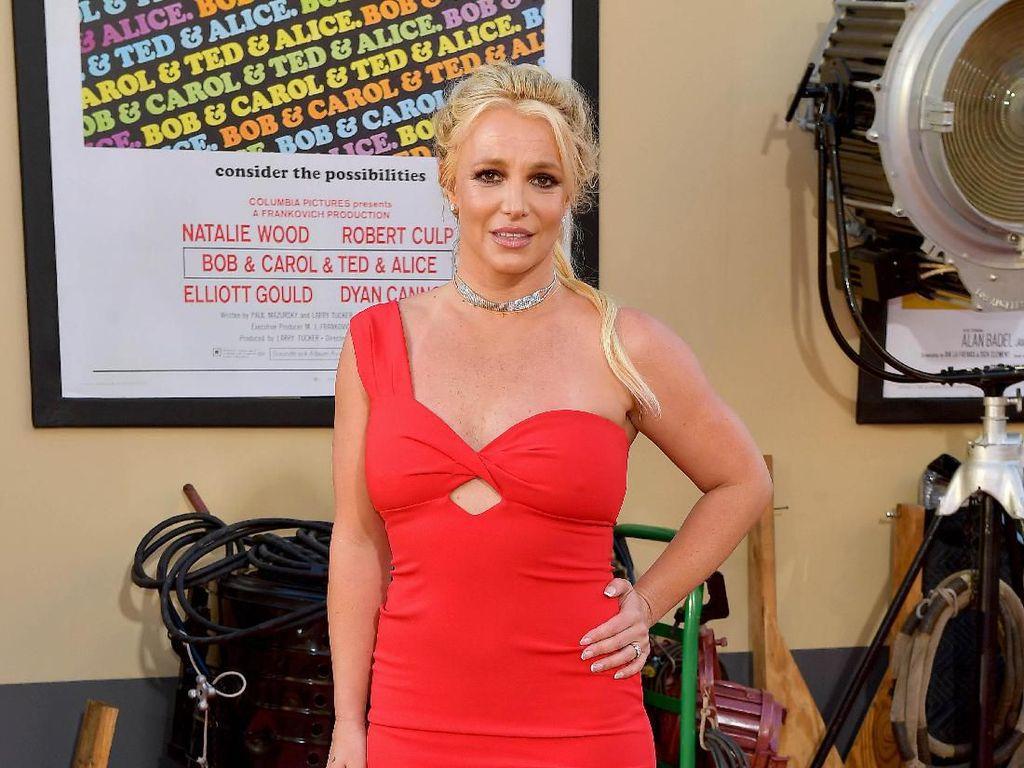 Britney Spears Rayakan 20 Tahun Oops!... I Did It Again