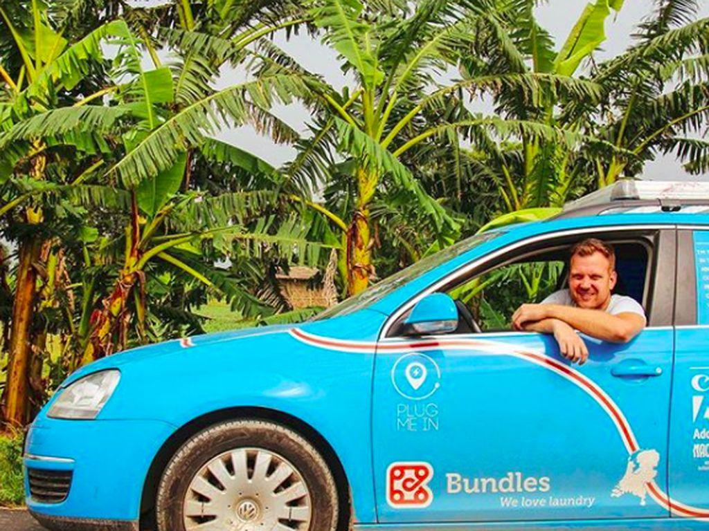 Pria yang Keliling Dunia dengan Mobil Listrik