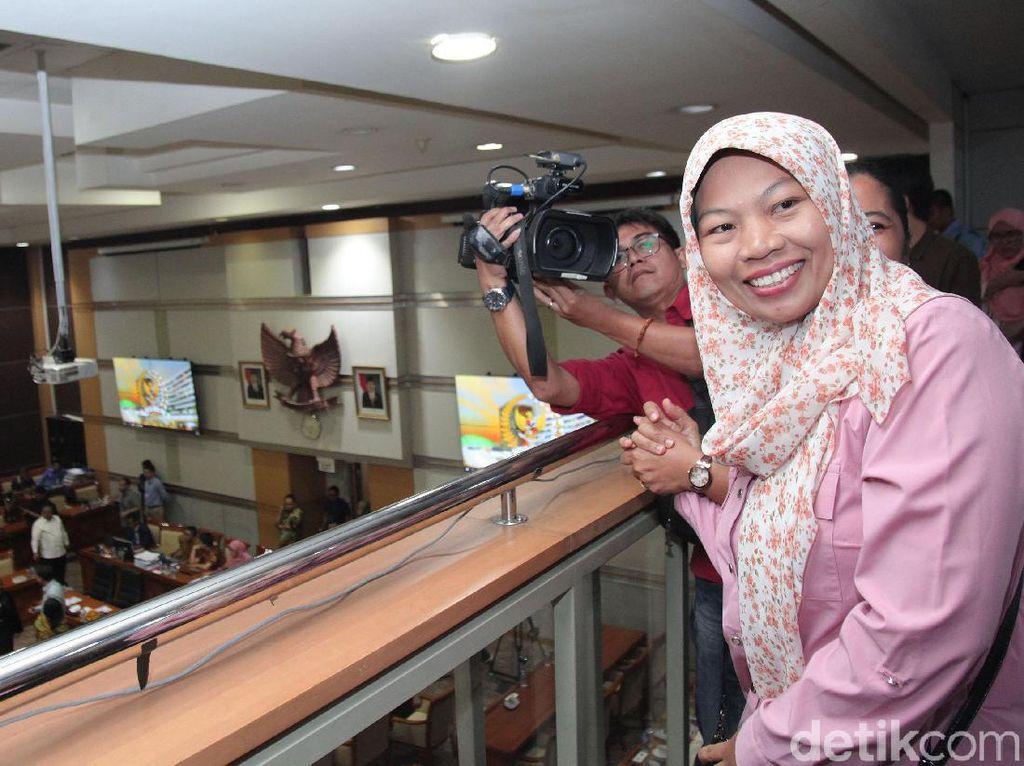 Senyum Bahagia Baiq Nuril Saat Amnestinya Disetujui Komisi III DPR