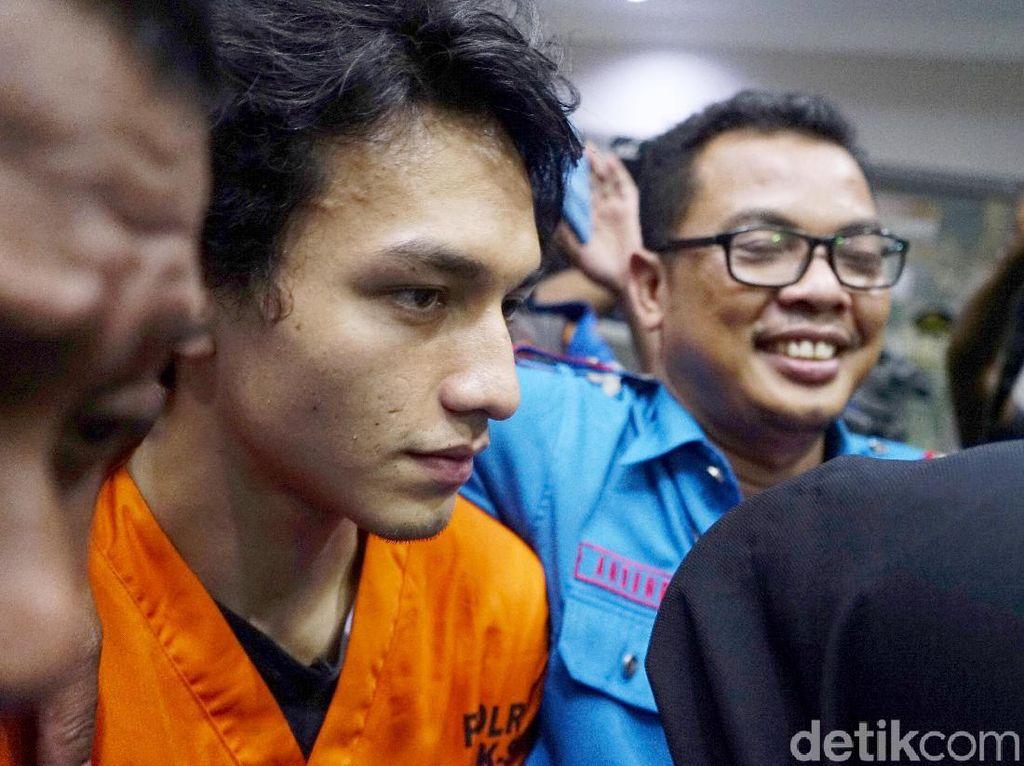 Jelang Sidang Perdana, Wajah Jefri Nichol Tampak Pucat