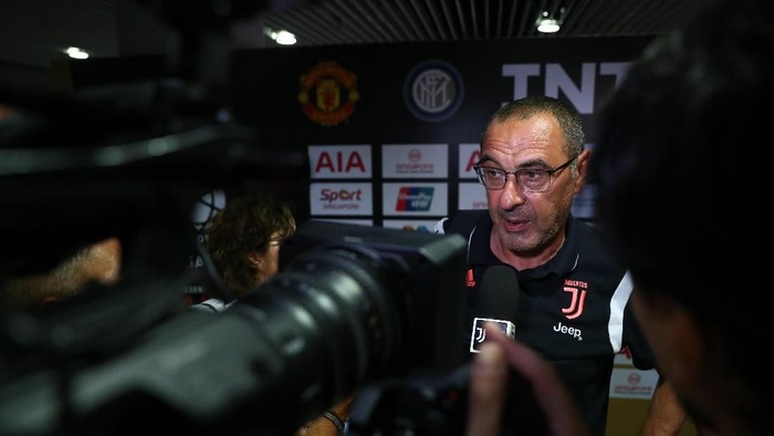 Pelatih Juventus, Maurizio Sarri, mengidap paru-paru basah karena infeksi pneumonia (Foto: Yong Teck Lim/International Champions Cup/Getty Images)
