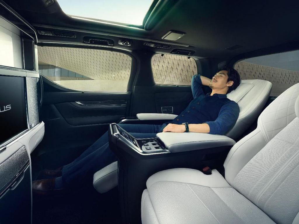 Naik Alphard Versi Lexus Diklaim seperti Naik Pesawat Kelas Atas