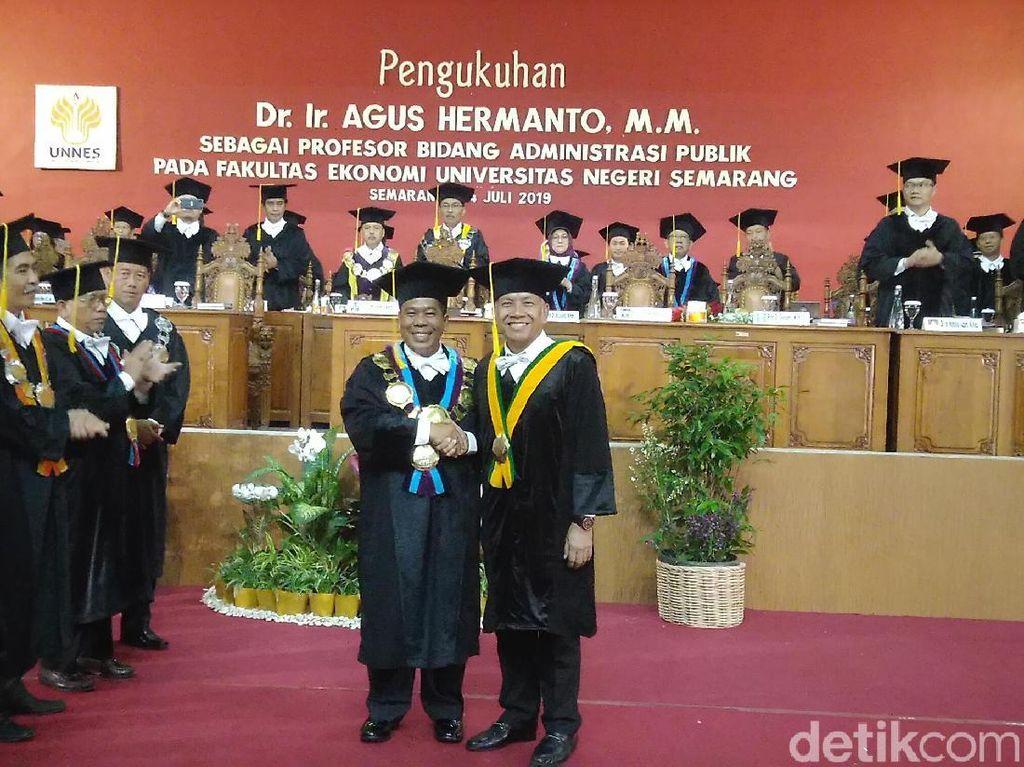 Wakil Ketua DPR Agus Hermanto Dikukuhkan Sebagai Guru Besar Unnes