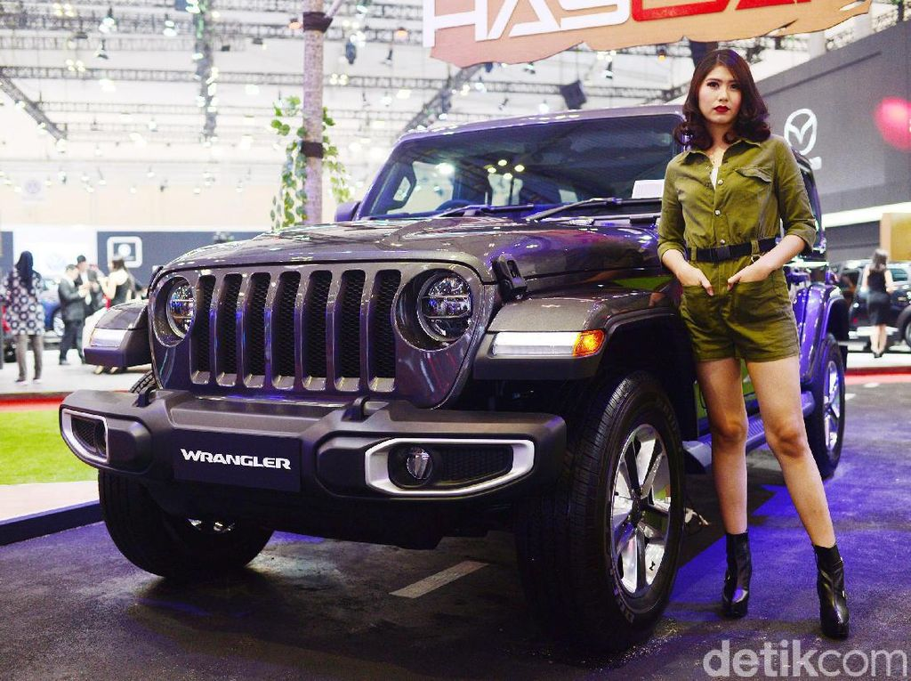 Pesona Para Gadis Petualang Jeep
