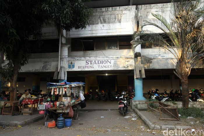 Stadion Benteng yang dulu menjadi markas Persikota dan Persita Tangerang kondisinya memprihatinkan, Rabu (24/7/2019). Stadion yang selalu berisik setiap matchnya kini tak bersuara lagi.