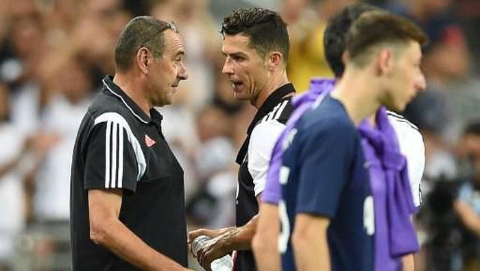 Maurizio Sarri dan Cristiano Ronaldo. (Foto: Roslan Rahman / AFP)