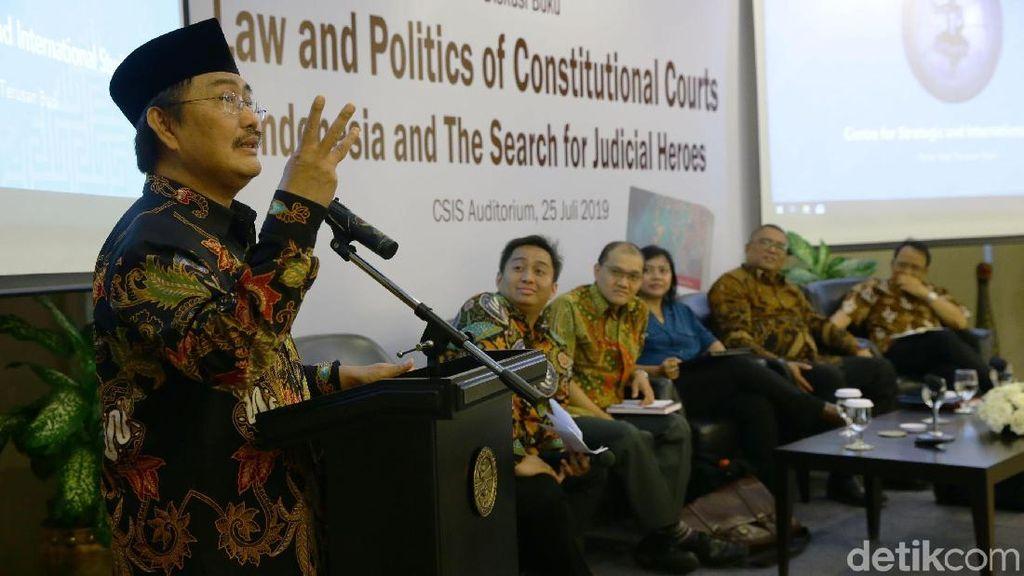 Jimly Asshiddiqie Hadiri Diskusi Buku Karya Hendrianto