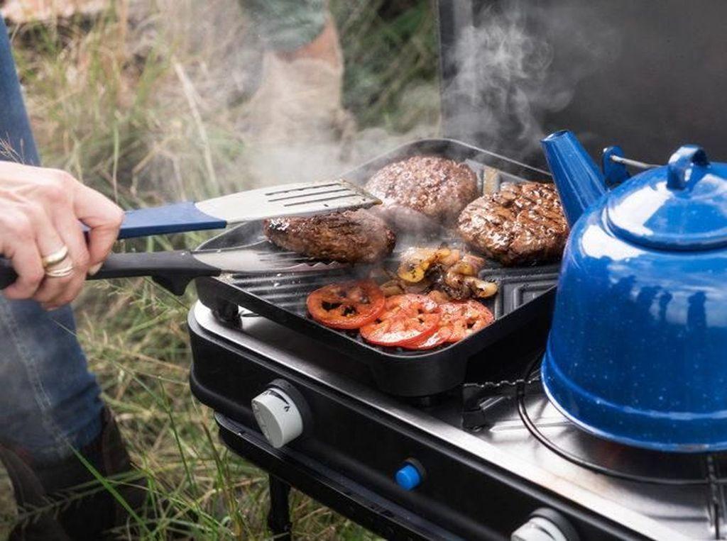 Karena Lapar, Keluarga Ini Nekat Piknik dan Pesta BBQ di Jalan Tol