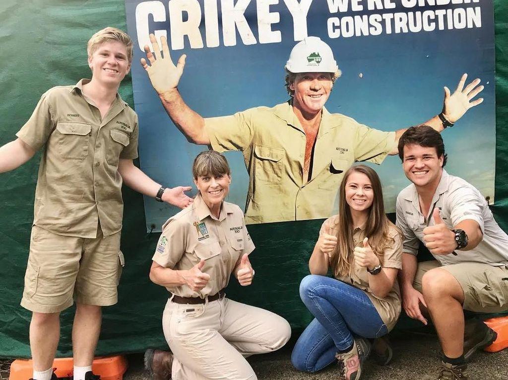 Persembahan Keluarga untuk Mendiang Steve Irwin si Pemburu Buaya