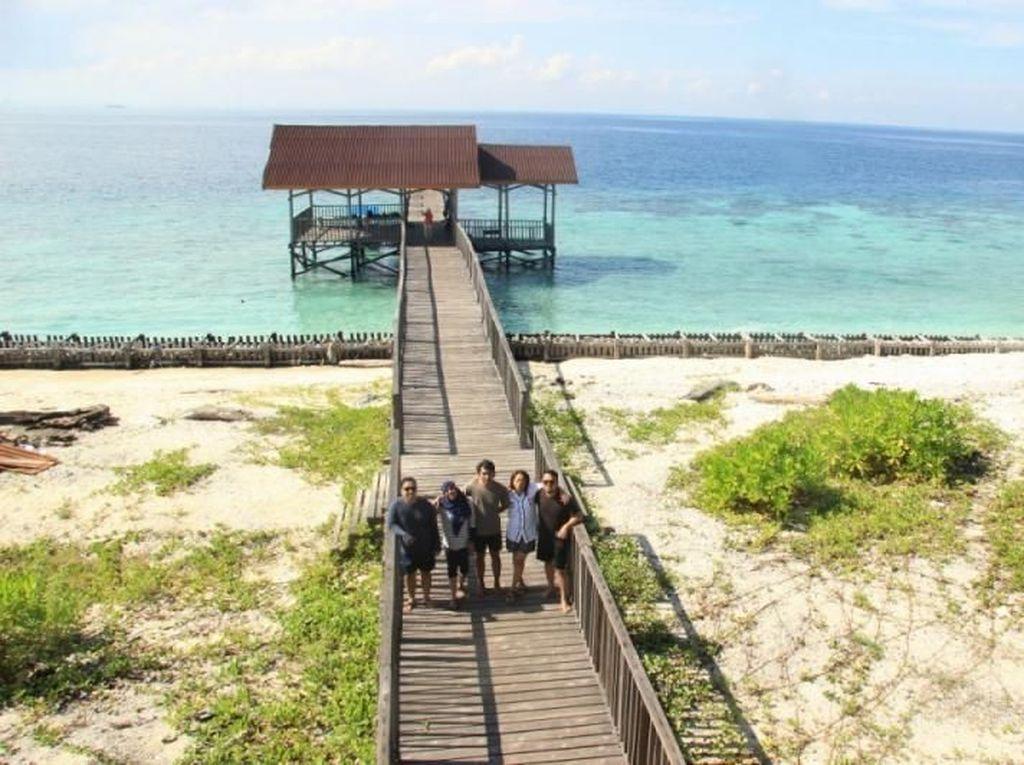 Serasa Punya Pulau Pribadi di Lepas Laut Makassar