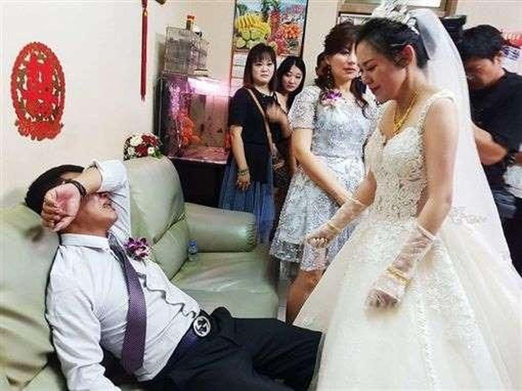 Viral, Momen Haru Ayah Menangis Tak Izinkan Putrinya Pergi Saat Menikah