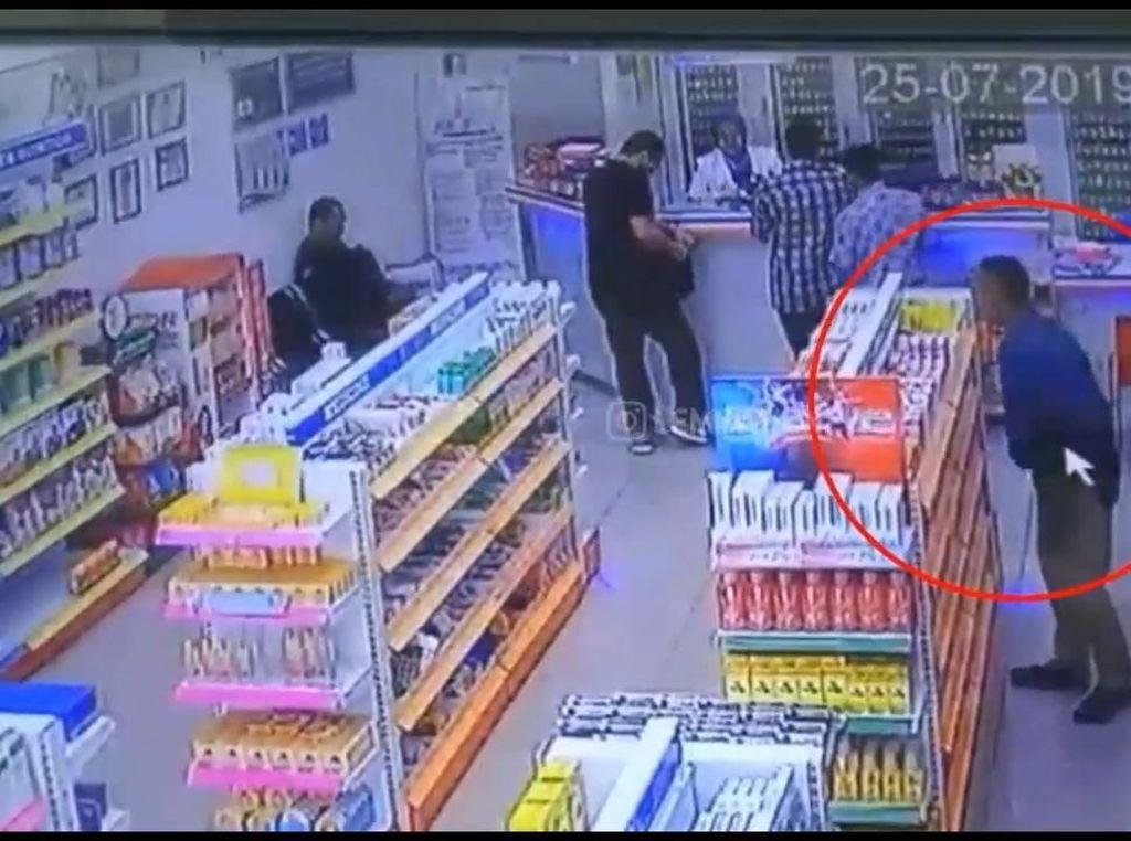 Pria Tua Terekam CCTV Apotek Lembang Mengutil Obat Penambah Darah