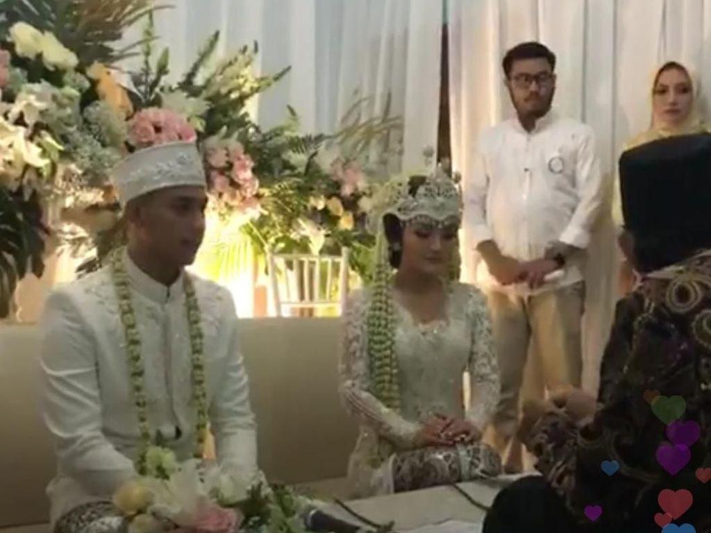 Digelar di Gang Sempit, Pernikahan Siti Badriah Tetap Megah