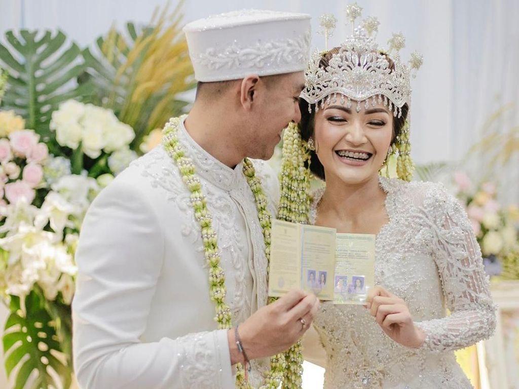 Siti Badriah Masih Kaget Bangun Tidur Ada Suami di Samping