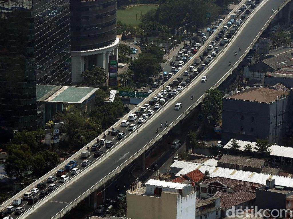 Kemacetan Mengular di JLNT Casablanca