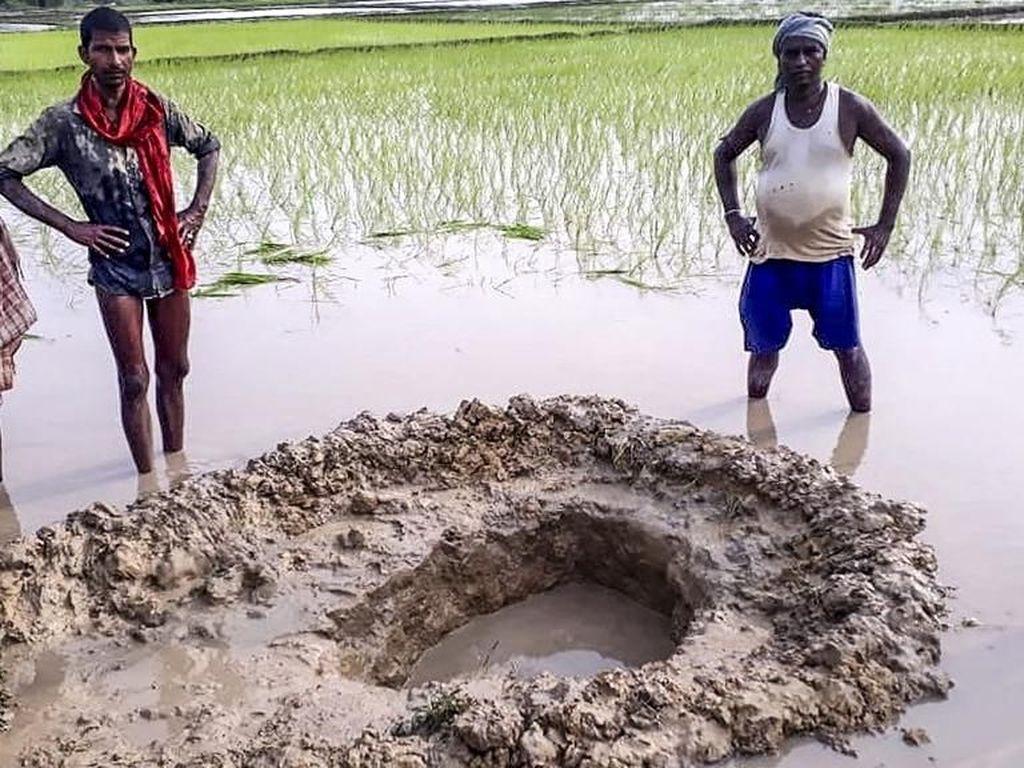 Ada Meteorit Jatuh ke Sawah, Para Petani India Kaget