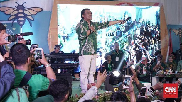 Didi Kempot tergolong lebih sering membawakan lagu dengan kibor dan gitar, dibanding gamelan.