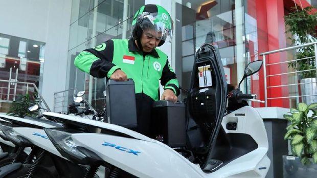 Mitra Gojek bakal gunakan PCX listrik Honda buat kegiatan ojek online