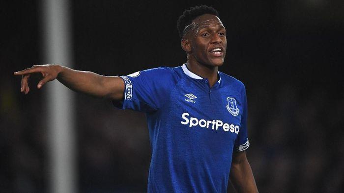 Bek Everton Yerry Mina didakwa FA terkait dugaan pelanggaran aturan judi. (Foto: Stu Forster/Getty Images)