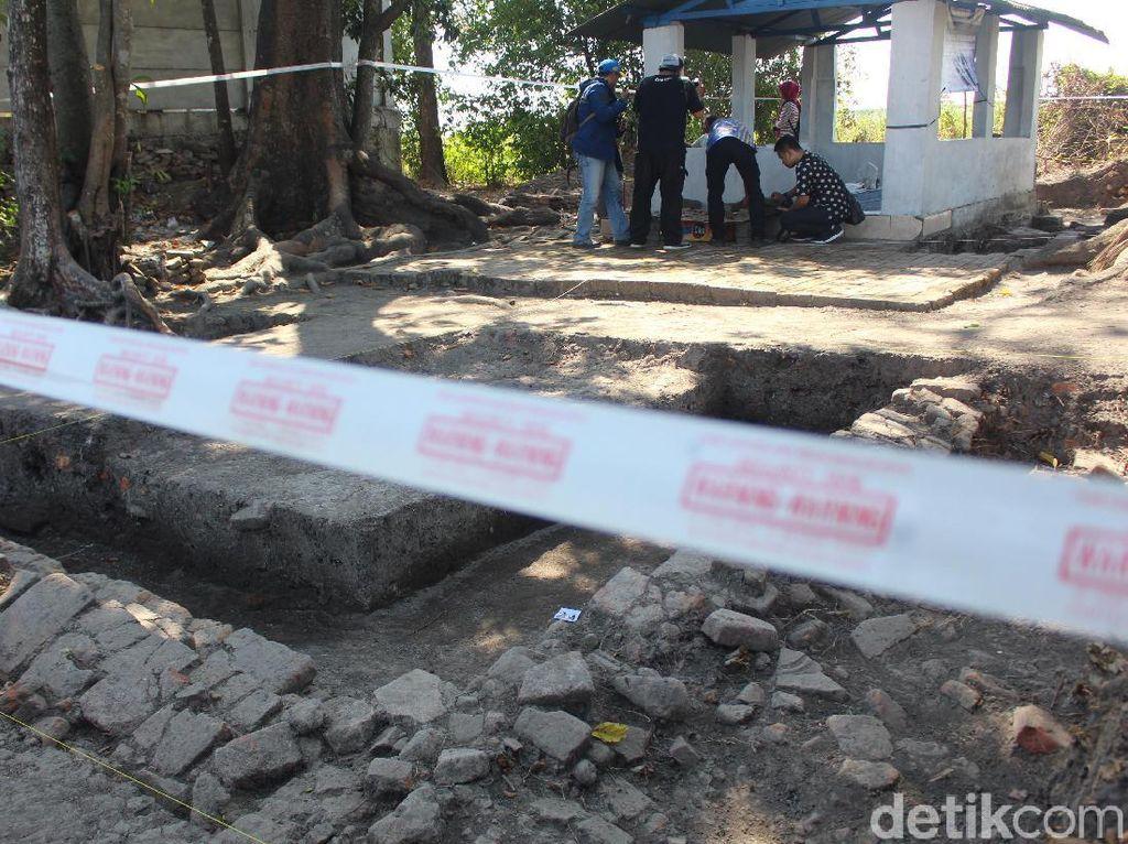 Ekskavasi Situs Berupa Tumpukan Batu Bata di Sidoarjo Peninggalan Majapahit