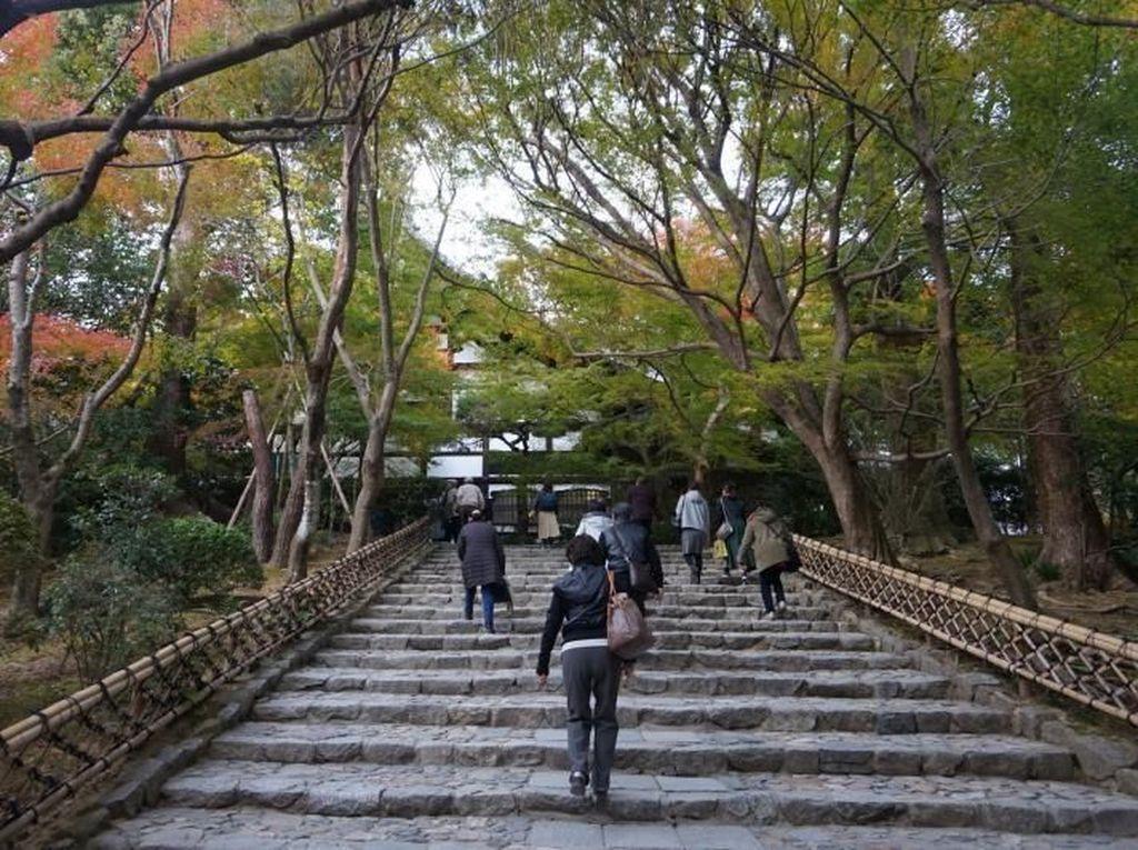 Kuil Cantik di Jepang & Taman Berisi Batu Mistis