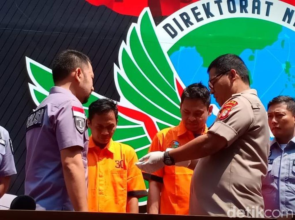 Polisi Buru 3 Pihak Lain Terkait Pemasok Sabu ke Nunung
