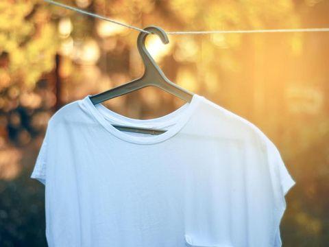 6 Cara Membuat Baju Putih yang Menguning Makara Seperti Baru Lagi