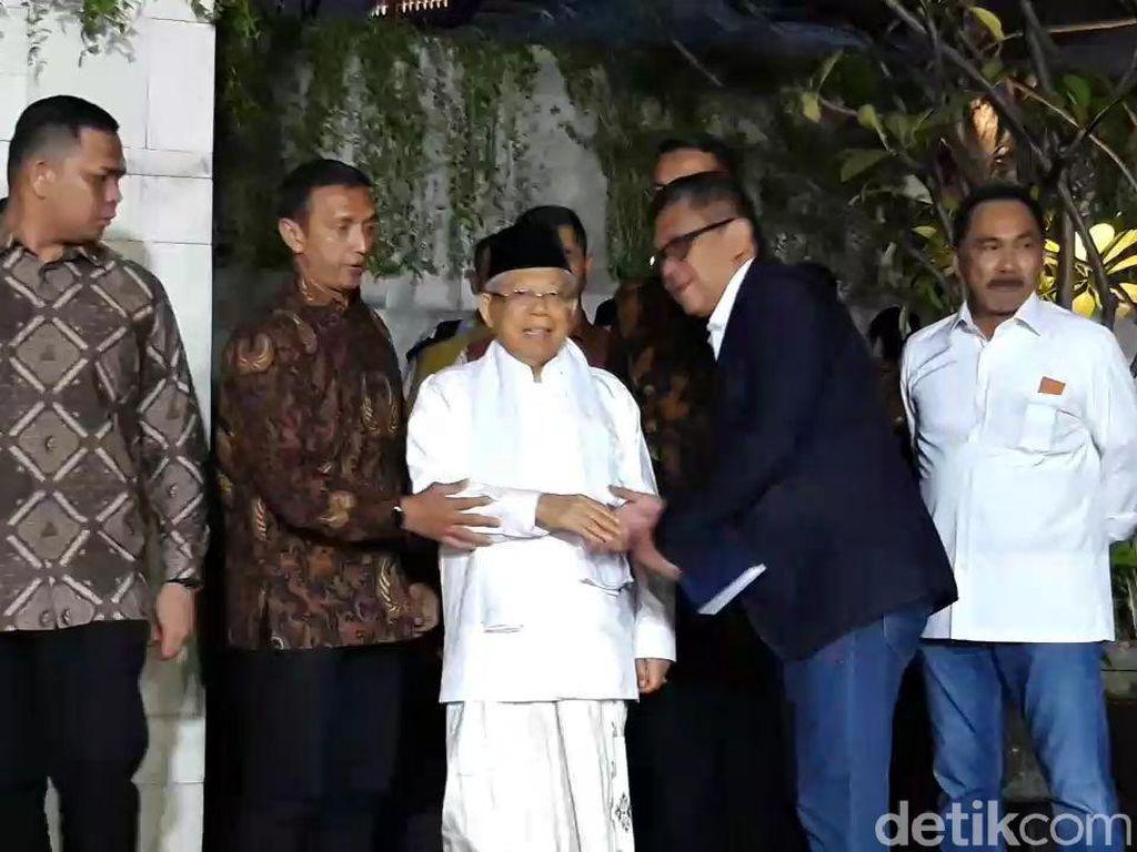 JK-Maruf Amin Tinggalkan Lokasi Pembubaran TKN Jokowi