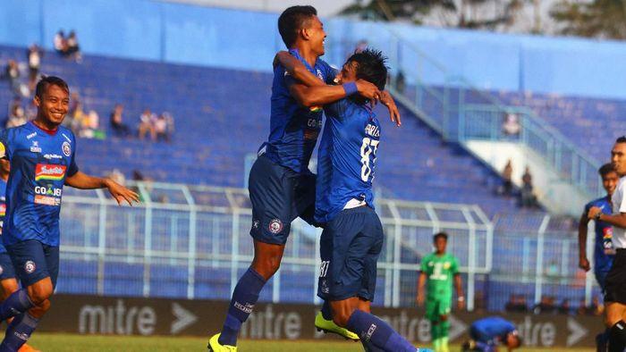 Arema FC naik ke posisi empat. (Foto: ANTARA FOTO/Ari Bowo Sucipto)