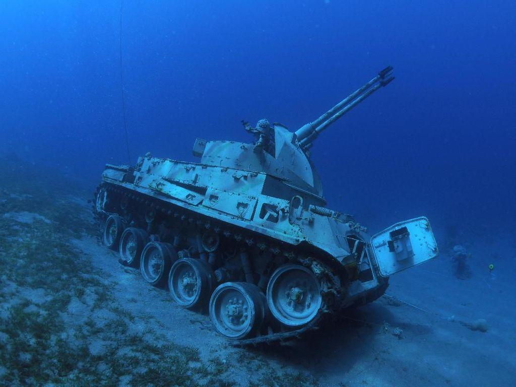 Unik! Ada Museum Militer Bawah Laut di Yordania