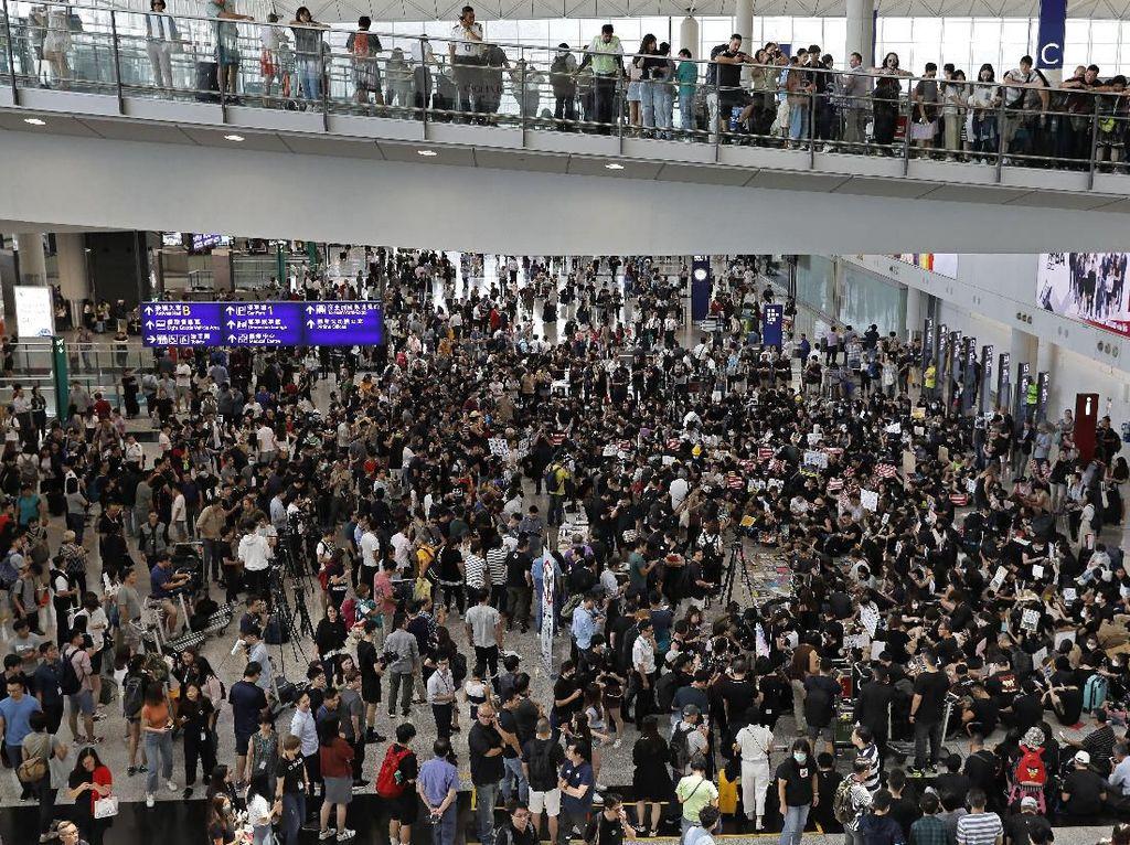 Imbas Krisis Politik, Ekonomi Hong Kong Terguncang
