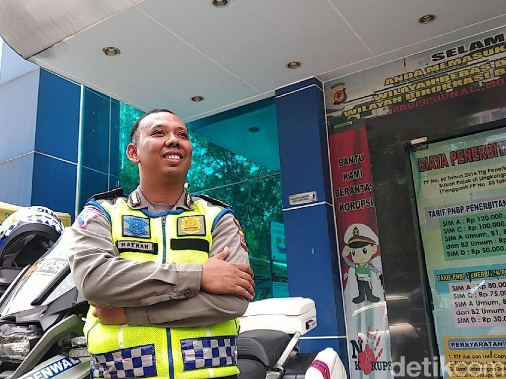 Ditabrak Pemobil, Brigadir Natan: Refleks Badan Saya ke Kap