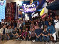 Foto Liburan Edukatif SMA CT Arsa di Trans Studio Cibubur