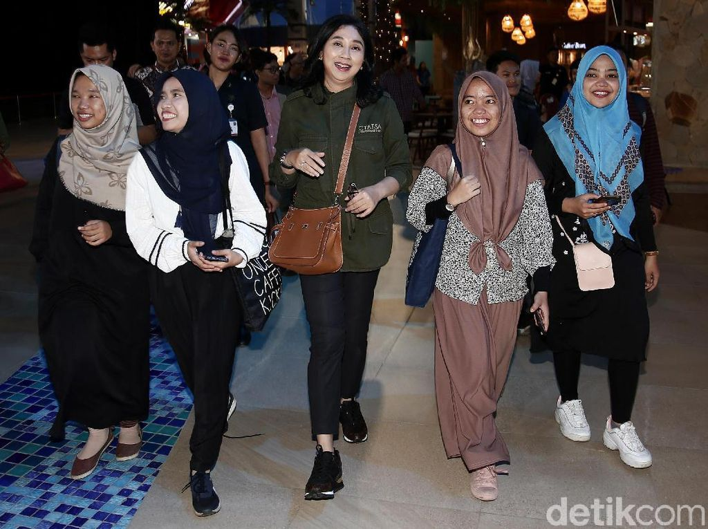 Ratusan Alumni SMA CT Arsa Nikmati Wahana Trans Studio Cibubur