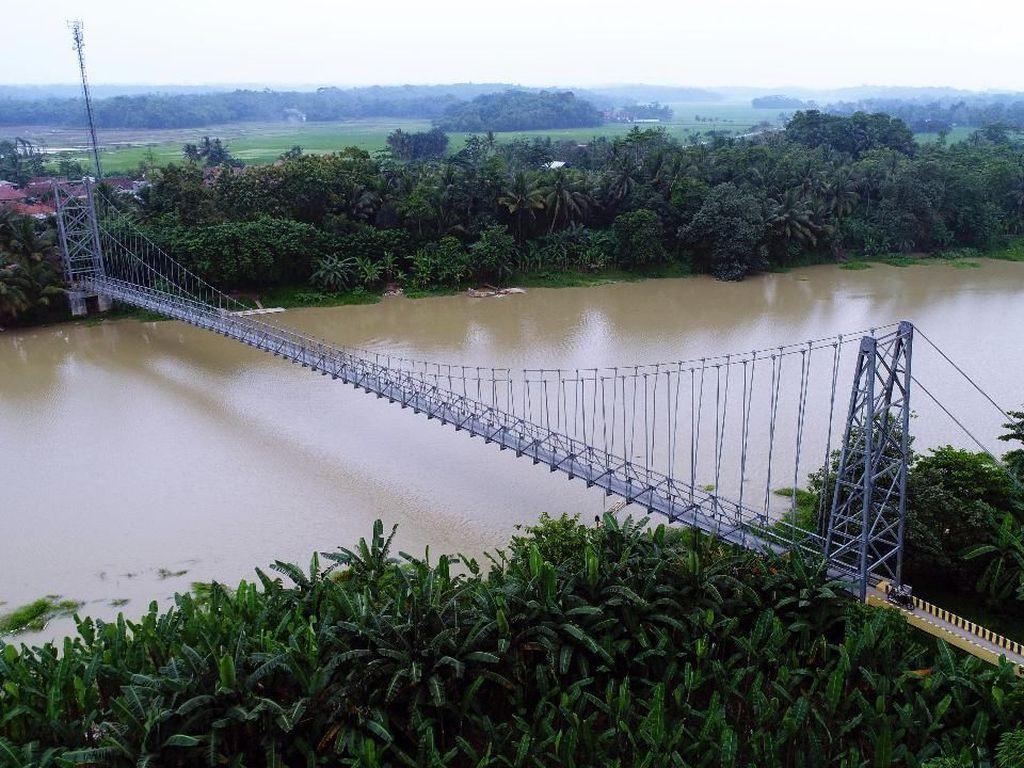 Ada Jembatan Gantung, Lebak-Serang Cuma Sepelemparan Batu