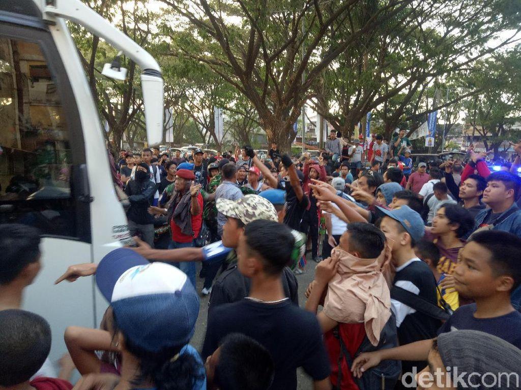 Tegang! Bus Persija Dilempari di Stadion Mattoanging Makassar