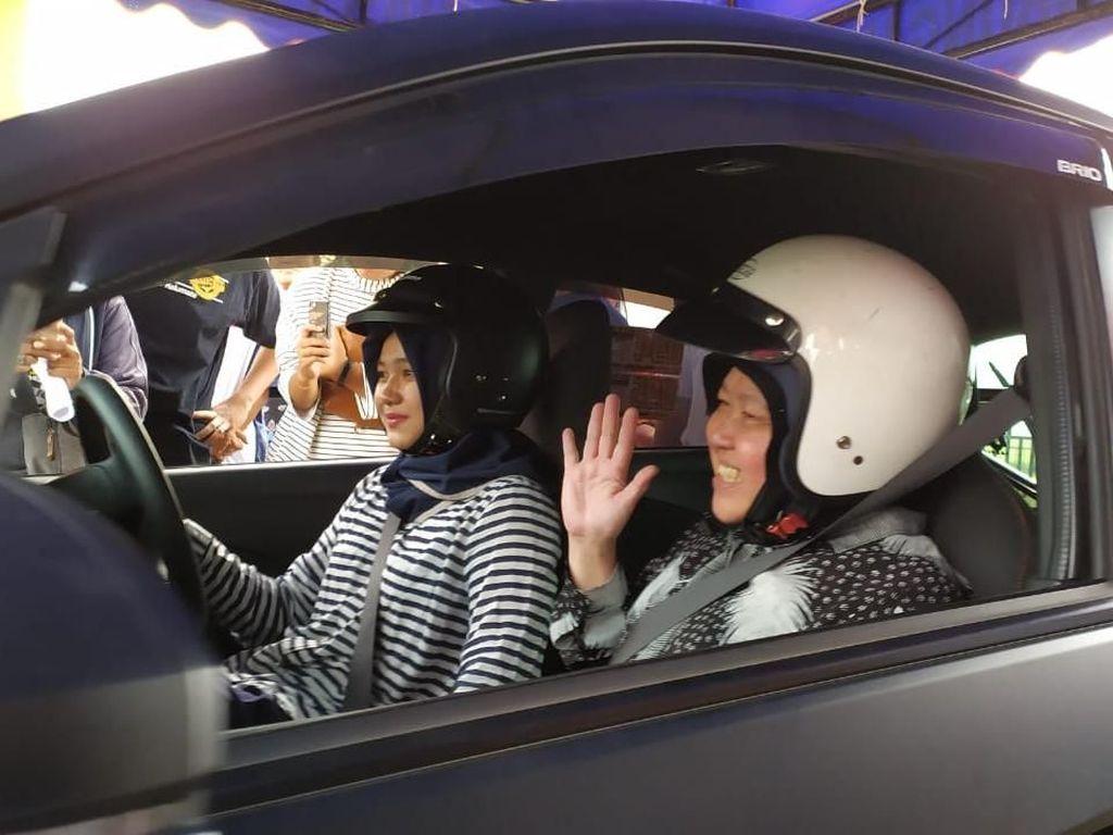 Berita Populer: Wali Kota Risma Jajal Mobil Balap, Pabrik BYD di RI