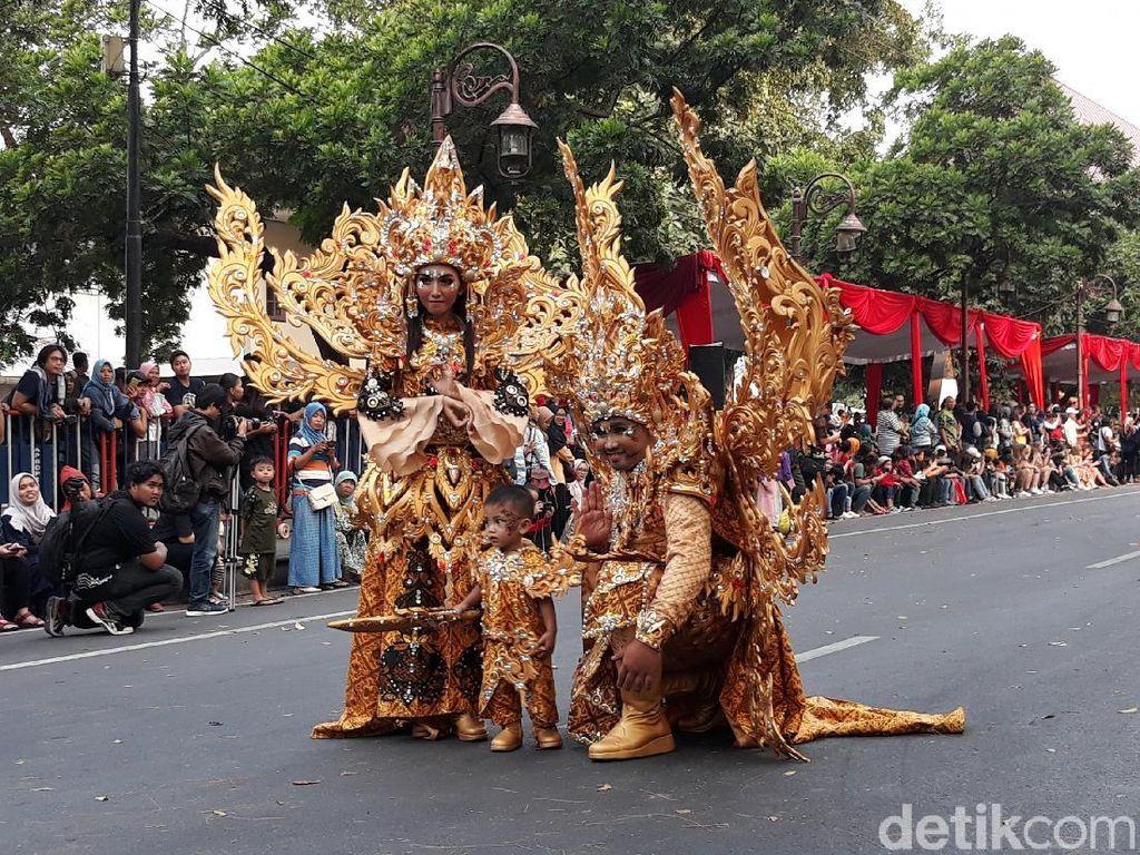 Ikut Solo Batik Carnival, Ganjar Ingin Ada Atraksi di Semua Daerah