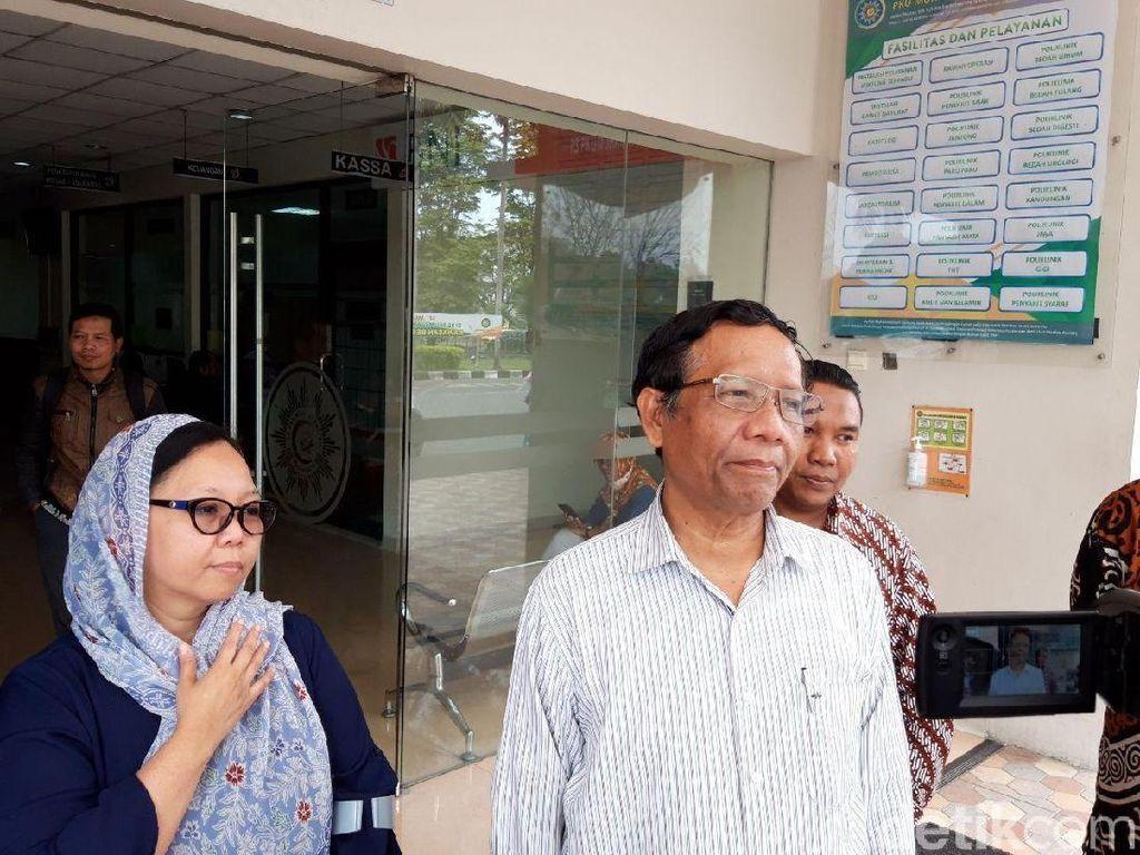 Jenguk Buya Syafii di RS, Mahfud Md dan Alissa Wahid Dapat Nasihat